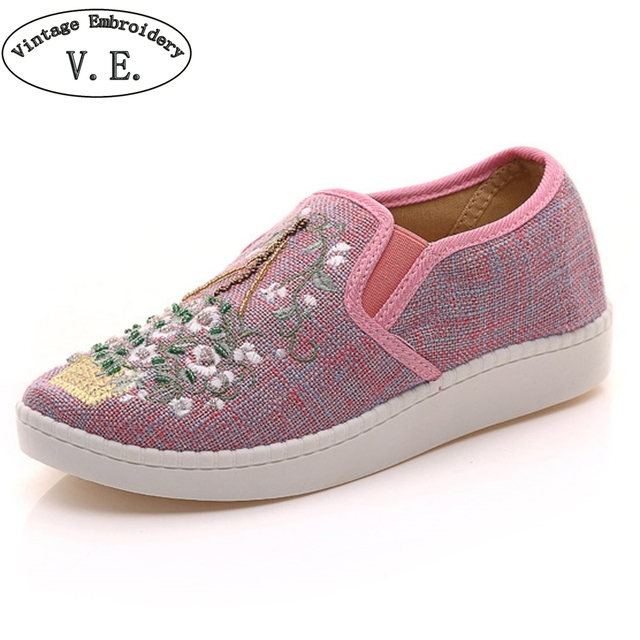 Women Casual Shoes Flats Slip Ons Beading Embroidery Shoes 2017 New Retro Female Leisures Loafers Lady Round Toe Flat