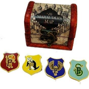 Брошки Гарри Поттер в подарочной коробке из дерева в ассортименте