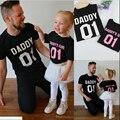 2017 padre e hija de la familia clothing número impreso negro manga corta camiseta de verano ropa a juego de ropa de la familia
