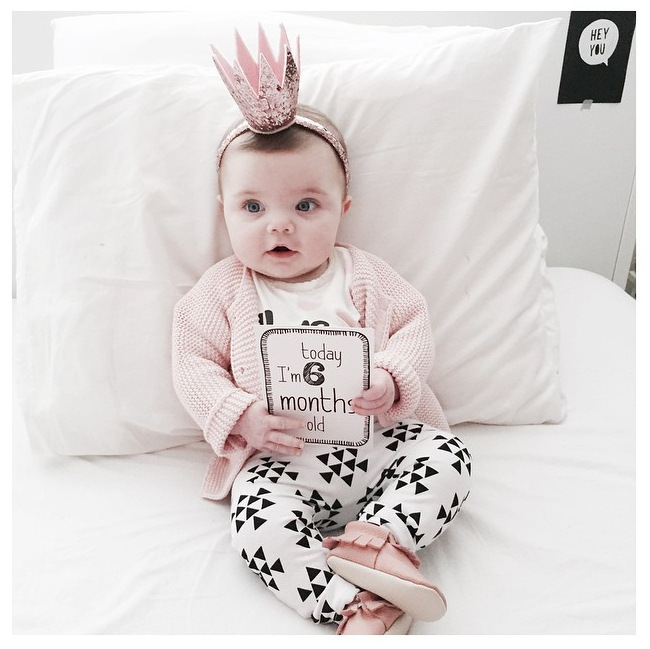 2017 Autumn New Born Baby girls clothing sets infant long-sleeved letter cotton T-shirt & pants Here Comes Trouble babe girl cotton letter patterned t shirt