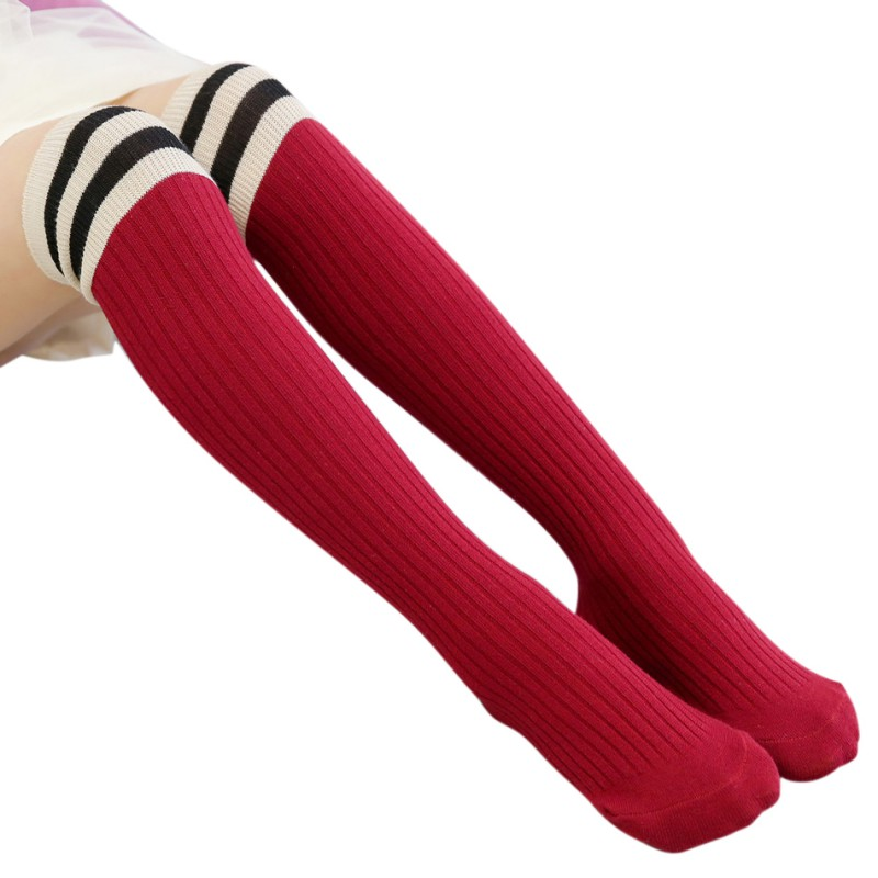 купить 2017 New Girls Knee High Socks for Baby Boys Cotton Lovely Stripe Over Knee Socks for Princess Girls Long High Sock 1-15Y по цене 76.16 рублей