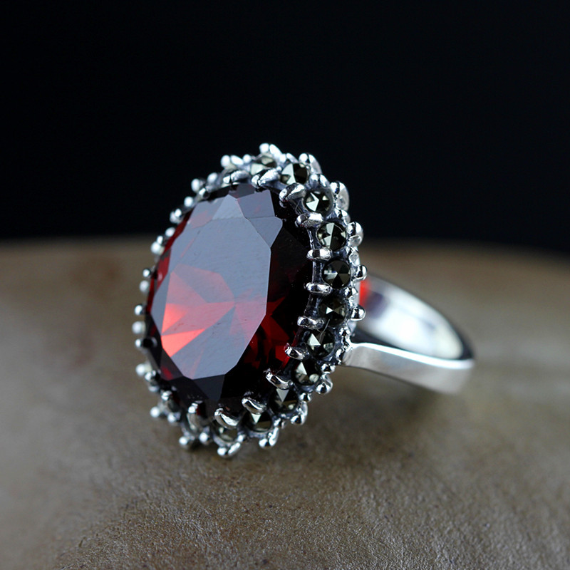 S925 silver jewelry imported from Thailand Thai silver inlaid garnet Ladies Ring claw process