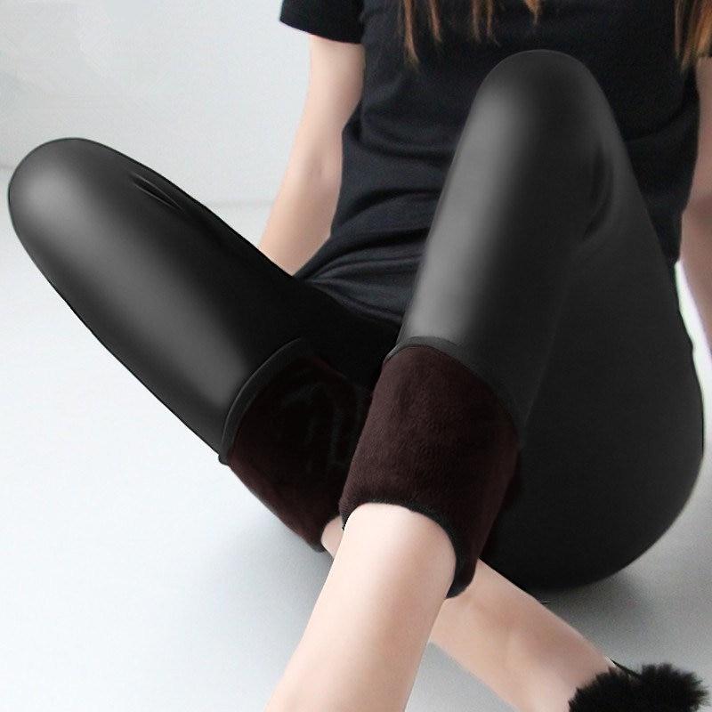 Invierno cálido 100 kg grasa MM plus tamaño mujeres, además de terciopelo de color sólido de imitación de cuero de cintura alta pantalones Leggings 6XL femme MZ1097