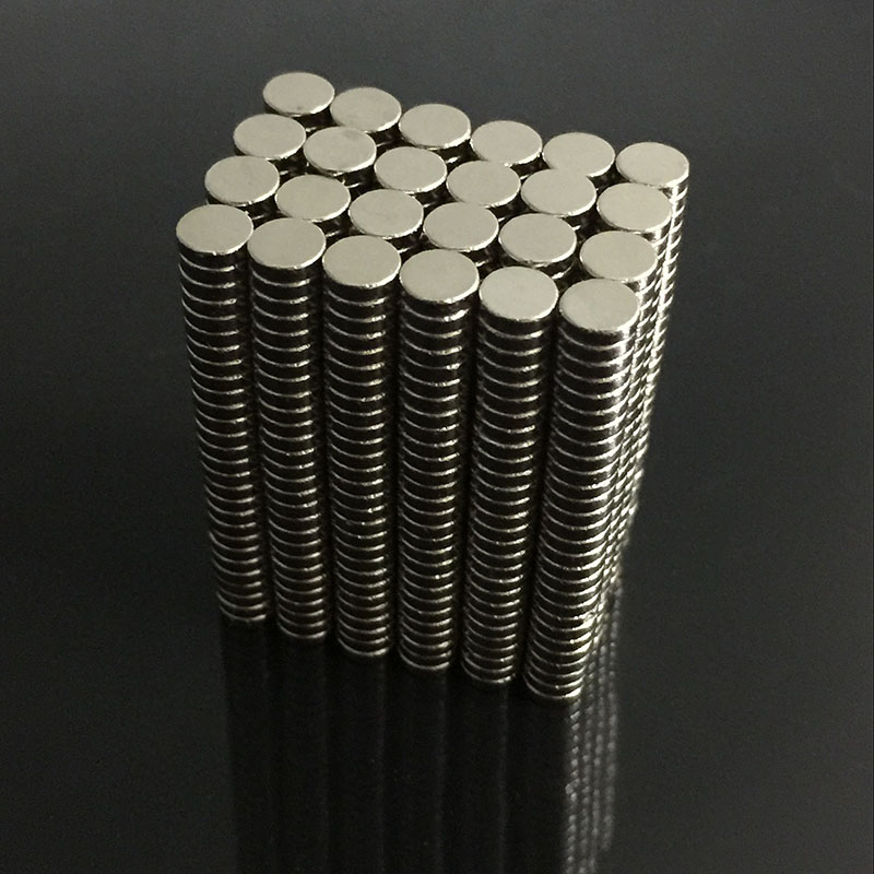 200pcs Bulk Small Round NdFeB Neodymium Disc Magnets Dia 4mm x 1mm N35 Super Powerful Strong Rare Earth NdFeB Magnet 10x5 4mm cylindrical ndfeb n35 magnet w hole silver 10pcs
