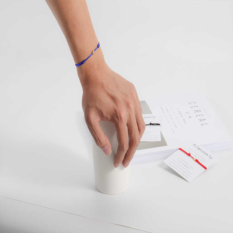 VEKNO ミニ花クラウントライアングルブレスレットファムラッキー文字列調節可能なロープ糸ブレスレットカバラカップルジュエリー