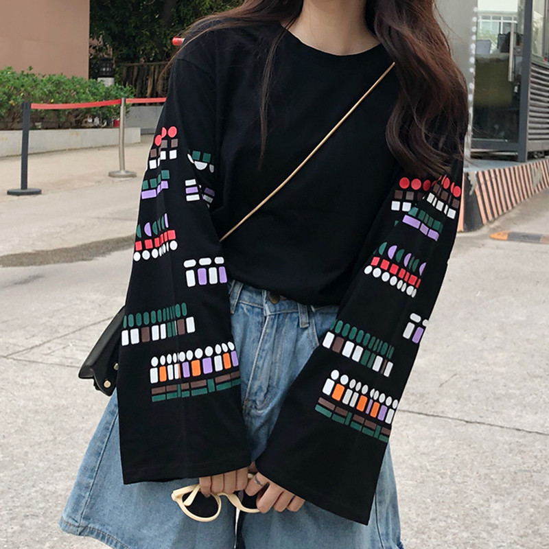 2018 Vintage Streetwear T shirt Women Printed Long Sleeve T-shirt Harajuku Loose Korean Black White Women tshirt plus size Tops