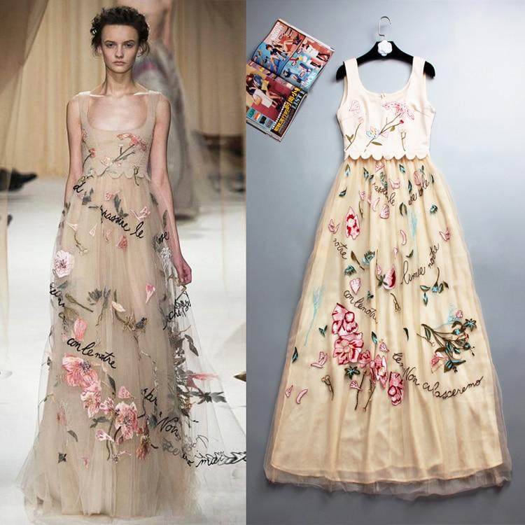 Вышивка платья на подиуме