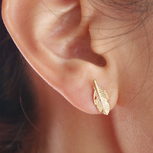 Fashion Punk Feather Earrings for Women Cool Leaf Earrings 2017 Small Vintage Stud Earings Party Gifts
