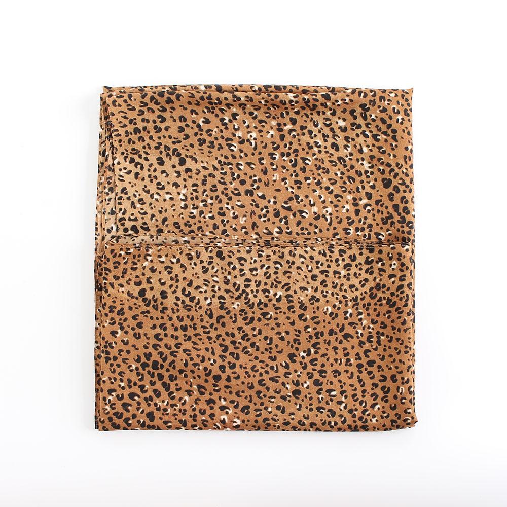 a2eb6e832b2c 160 135 cm classique imprimé léopard polyester coton voile echarpes femmes  printemps grand foulard de soie plage cover up châle haute densité dans  Foulards ...