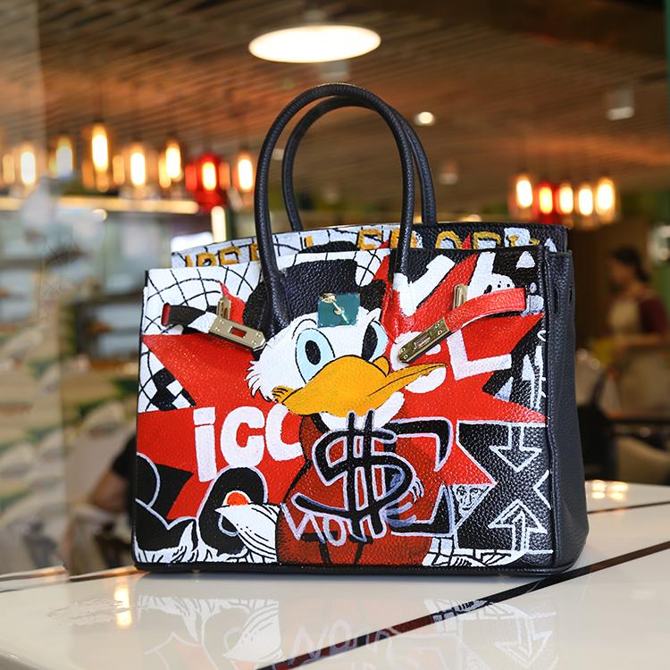 New 2017 Women Bag Fashion Original design color cartoon hand-painted graffiti fashion hit platinum bag hand handbag large bag