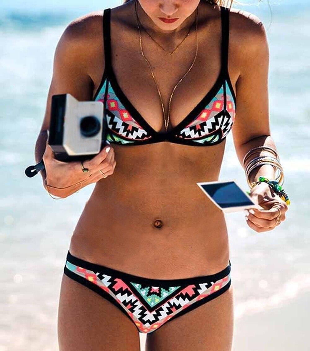 2017 Nuevo Diseño Retro Bikini Set Modelo Simple Impresión Del Traje de Baño Brasileño Atractivo Bikinis Halter Acolchado Biquini traje de Baño Femenino