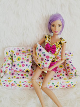 Free Shipping Mini Dollhouse Furniture Flower Cloth Sofa Couch With 2 Cushions Accessories For Barbie Doll