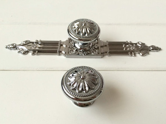 Dresser Drawer Knob Pulls Handles Back Plate Silver Chrome Kitchen Cabinet Door Knobs Ornate Decorative Hardware