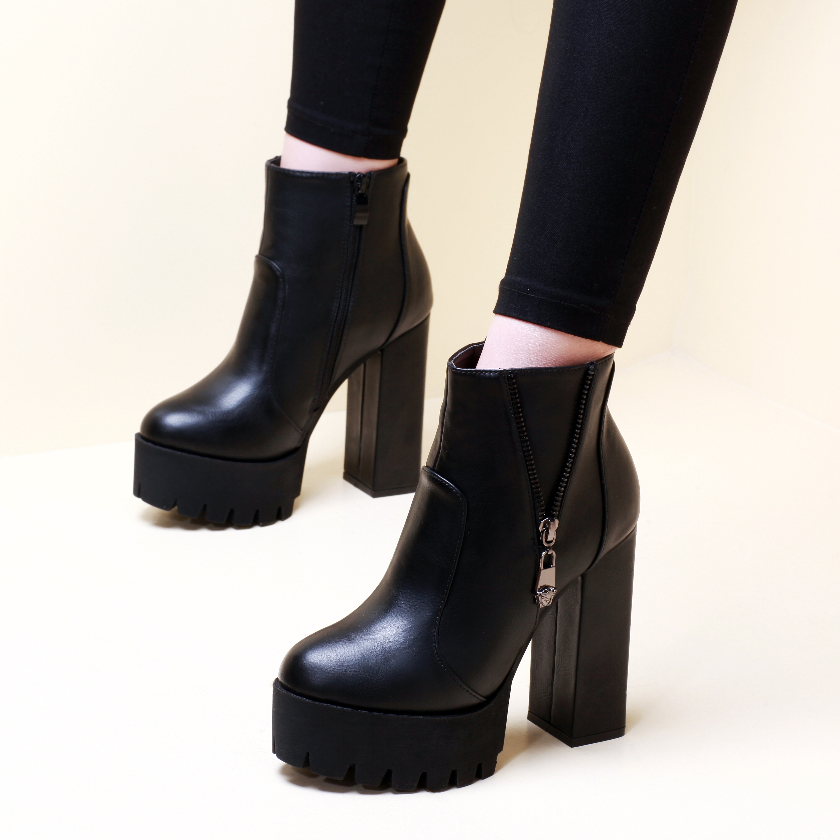 2018 Women Out Door Ankle Boots Shoes Black Zip Short Plush Round Toe Square High Heels Boots For Ladies Size 34-39 CH-A0004 esveva 2018 women boots zippers black short plush pu lining pointed toe square high heels ankle boots ladies shoes size 34 39