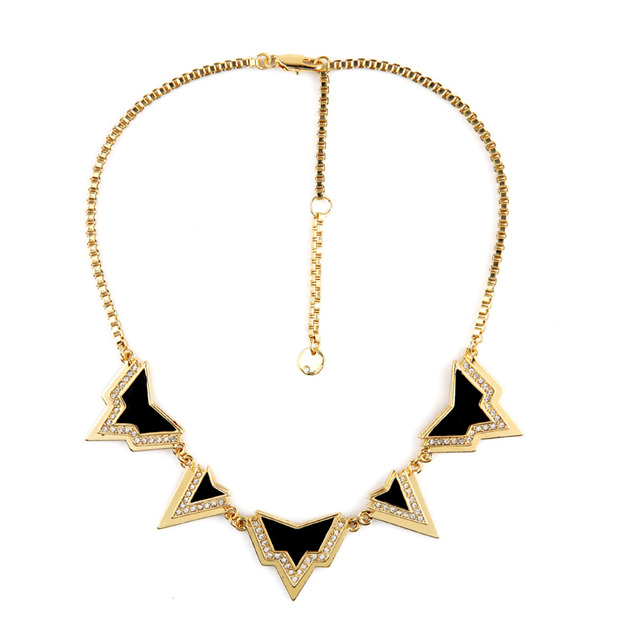 Warcraft High-end Statement Jewelry Easy Grade Triangle Collar Pendant Necklace Women Accessories Factory Wholesale
