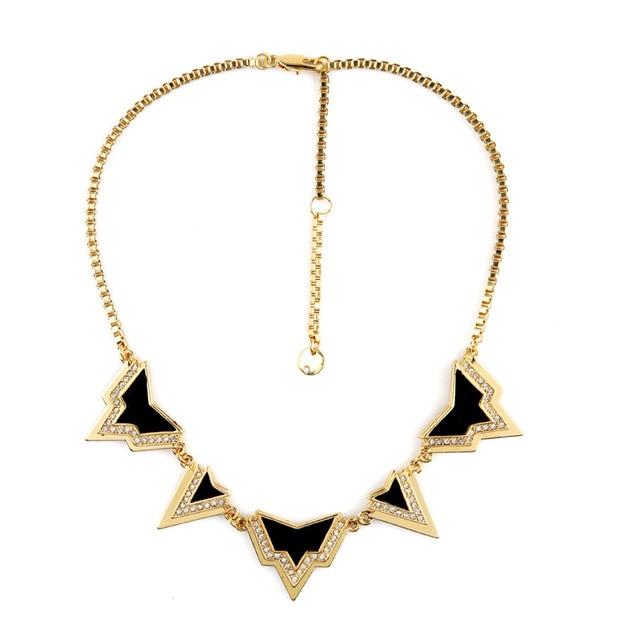 Warcraft High end declaração jóias fácil grau triângulo Collar mulheres colar pingente acessórios de fábrica por atacado