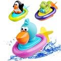 Bebé juguetes para el baño los niños juegan en la piscina de agua barco esencial Clockwork dabbling juguete juguetes de cuerda tipo de rueda