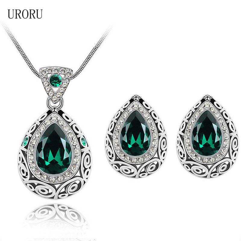 URORU Fashion Elegant Shiny Crystal Jewelry Set for Women Girl Simple Temperament Zircon Necklace Earrings Set Jewelry Set