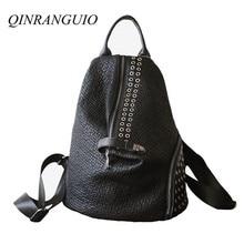 Qinranguio genuíno couro mochila feminina 2020 moda feminina mochila grande capacidade preto rebite mochila escolar para adolescente