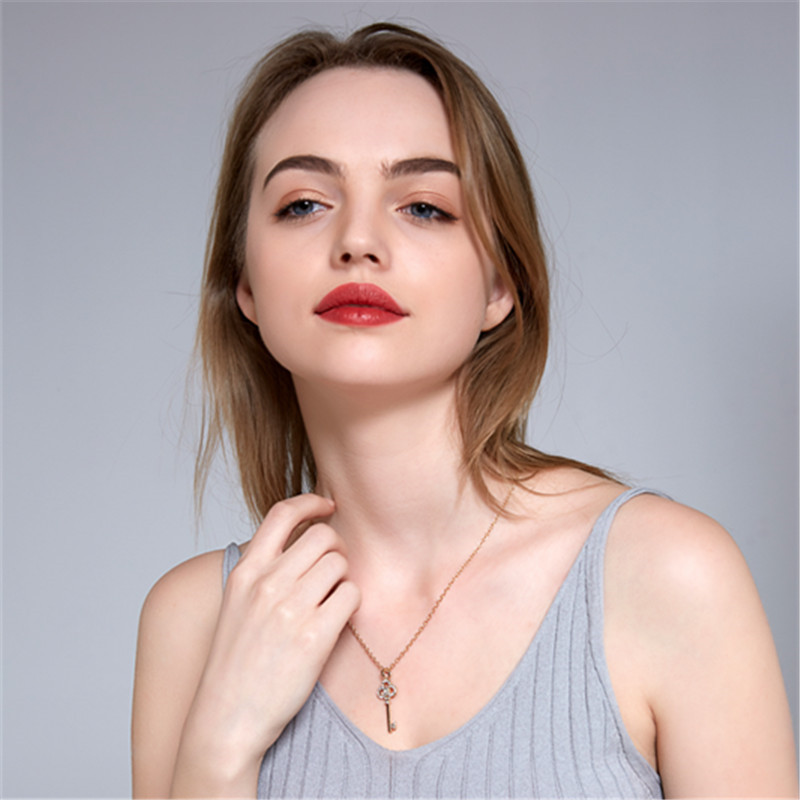 New beautiful key long necklace gold low profile luxury jewelry crystal choker pendant ladies wedding jewelry wholesale