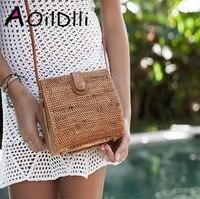 2018 summer shell buckle grass straw bag personality casual rattan bag female diagonal shoulder bag small hollow travel bag