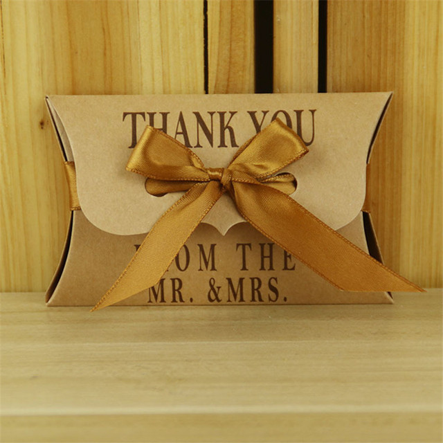 Wedding Favor Gift Box 50pcs/lot Gift Boxes Kraft Pillow Shape Party Candy Box with Golden Ribbons Festive Party Supplies