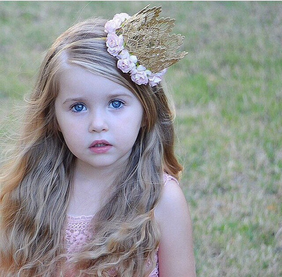Hot Sale Baby Girls Khaki Lace Crown Tiara Headband Barn Crown med Flower Headwear Bursdag Gift Party Kids Hair Accessorry
