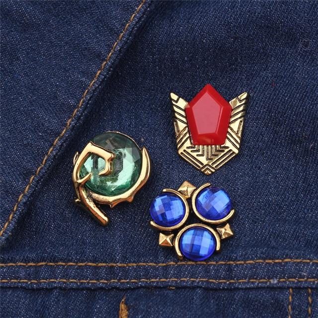 Calda del Gioco The Legend of Zelda Spille Smalto Spille Triforce Hylian Spille di Cristallo del Metallo Spilli Distintivo Delle Donne Risvolto Spille Accessori