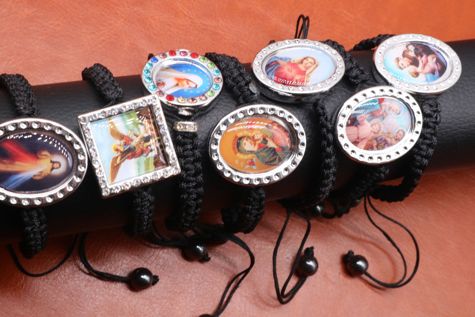 The Pictures Above Are All Shipped at Random Picture Random Hand-made Black Rope Jesus Picture Bracelet Hand Knit