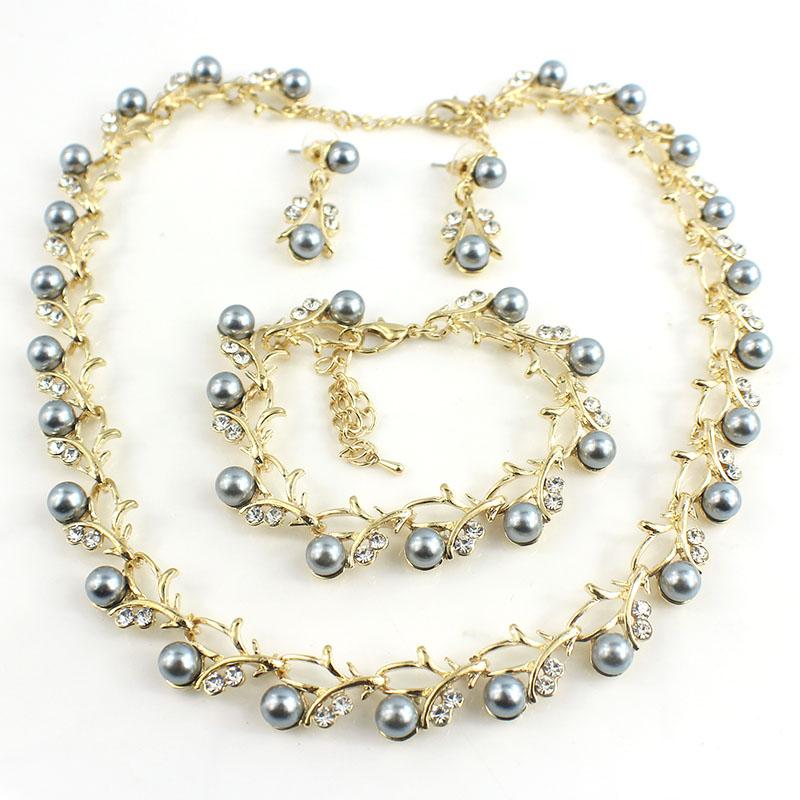 HTB1O3acSFXXXXXUapXXq6xXFXXXD Luxurious Pearl And Crystal Wedding Party Jewelry Set - 5 Colors