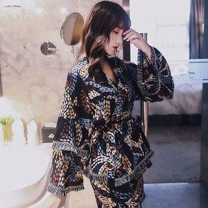 Image 1 - 2019 夏新レディースパジャマセットルーススリーブ女性快適アイスシルクパジャマコート + キャミソール + ショートパンツ 3 個セットソフトホームウェア
