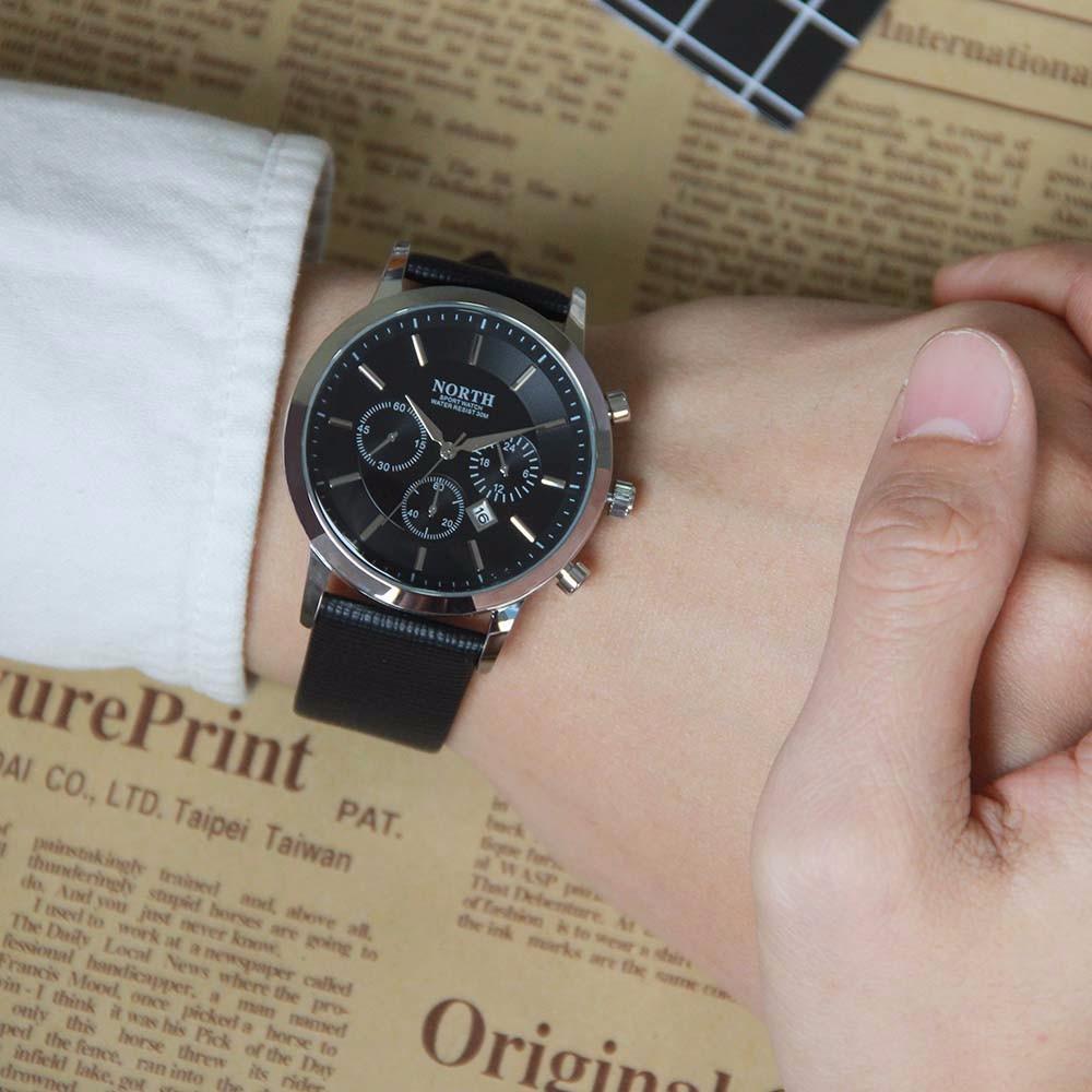 Czarny zegarek North Iceland na ręce