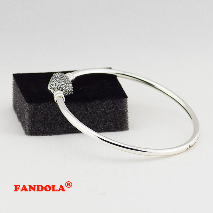 Heart Shaped Clasp Bangle with Clear Cubic Zirconia 100% Authentic 925 Sterling Silver Jewelry Free ShippingHeart Shaped Clasp Bangle with Clear Cubic Zirconia 100% Authentic 925 Sterling Silver Jewelry Free Shipping
