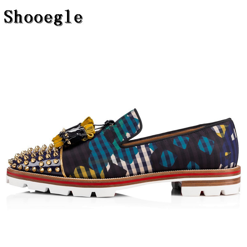 SHOOEGLE Men Graffiti Newspaper Casual Loafers Flats Slip-on Anti-skid Men Tassel Oxfords Street Style Men Rivets Stud Shoes