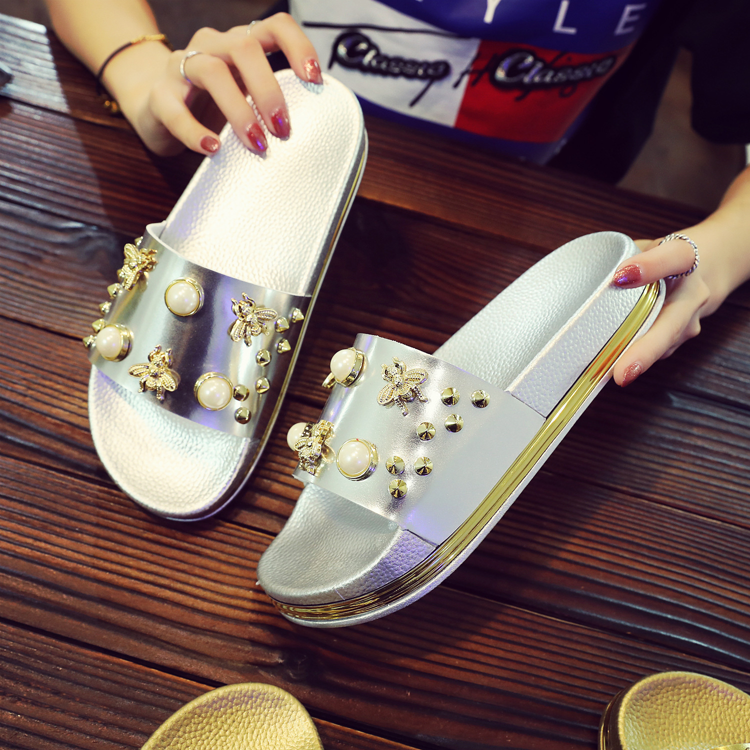 2018 New Women Slippers Flat Casual Women Shoes Slip On Slides Beach Slippers Flip Flops Sandals Fashion Rivet Pearl Slipper plus size34 43 2016 new fashion women slides black flip flops shoes wedges pumps beading casual women s slipper sandals ps2572