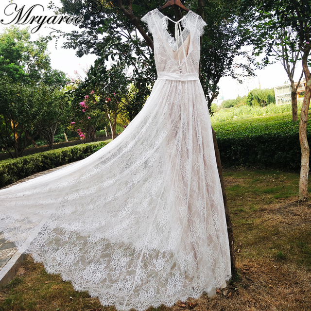 Real Picture Delicate Lace Romatic Bohemian Wedding Dresses Keyhole Back Bridal Dress With Cap Sleeves Robe
