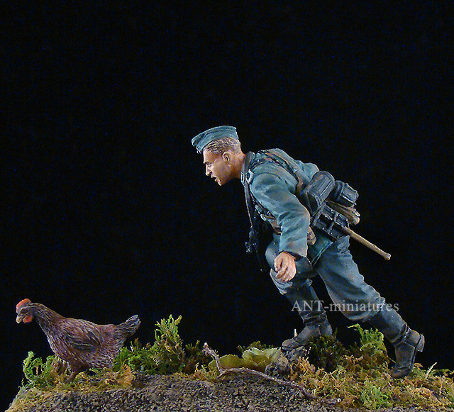 Scale Models 1/ 35 WWII German soldier .1941 catch chickens     figure Historical WWII Resin Model Free Shipping