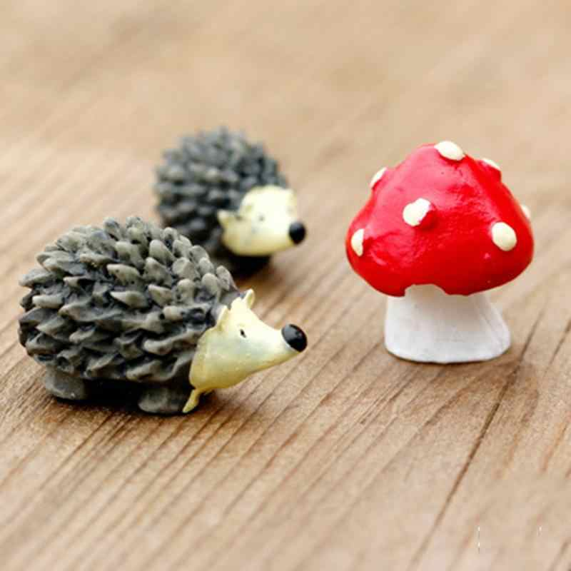 3 pz/set di Alta Qualità Artificiale mini hedgehog con il puntino rosso fungo miniature muschio terrario mestieri della resina Action Figure Toy