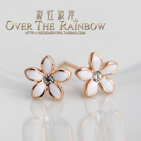 Exquisite delicate petals all-match stud earring white rose petals gold