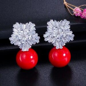 Image 4 - CWWZircons boucles doreilles en fleurs de neige pour femmes, grandes gouttes, en perles blanches, en zircone cubique, cadeau de noël, CZ069, 2020 nouveauté