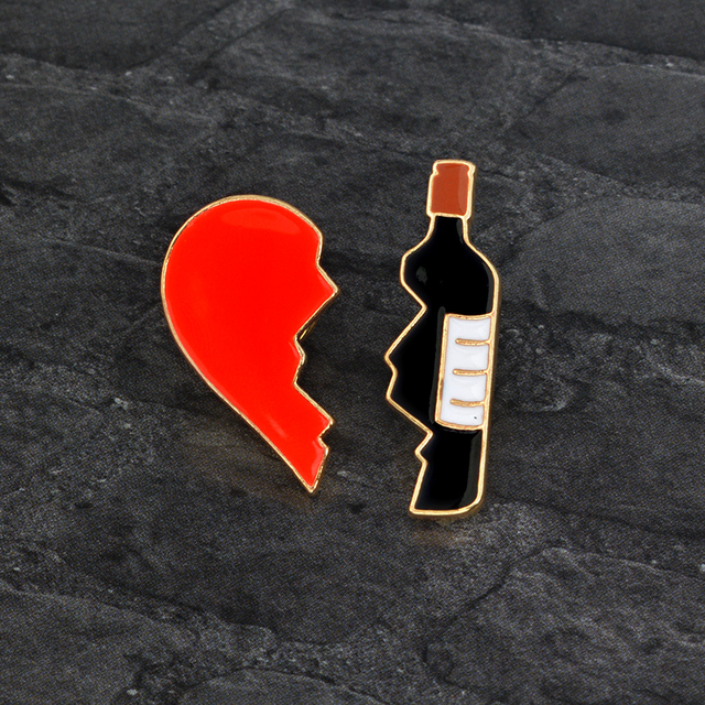 Patah Hati Botol Bros set 2 PCS Merah Hitam Enamel logam Pin Tombol Mode Kartun Bros untuk Jaket Ransel Pins Badge