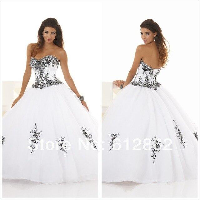 Vestido de novia blanco con encaje negro