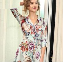 Женская шелковая ночная рубашка с цветочным принтом и поясом