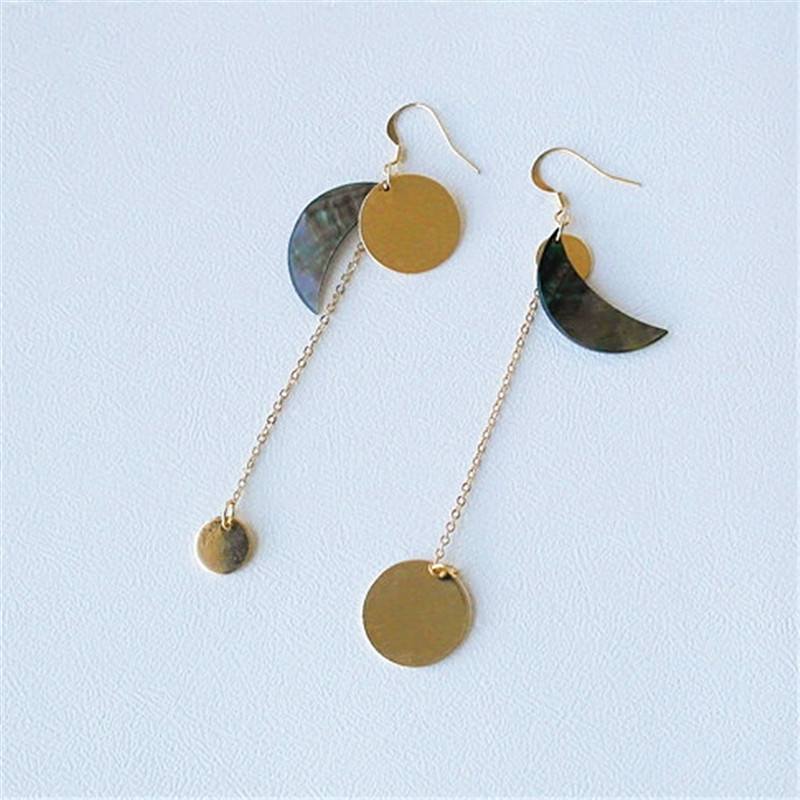 The minimalist exclusive fashion Shell eardrop Restoring ancient ways is a pair of earrings ear clip with no ear hole ...