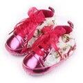 Bela Flor do Couro envernizado Lace-Up Projeto Riband Firsr Berço Menina Sola Macia Do Bebê Sapatos Walker 0-15 meses