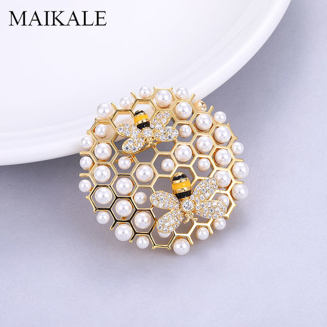 MAIKALE Luxury Beehive Brooch Pins Pearl Zirconia Bee Broche Round Pendant Brooches for Women Clothes Suits Badge Accessories