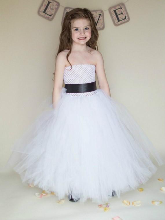 80ba851298aa8 tül elbise of birçok şeritler yapılır, ve orada bir individal için astar  içinde giyen ~~~