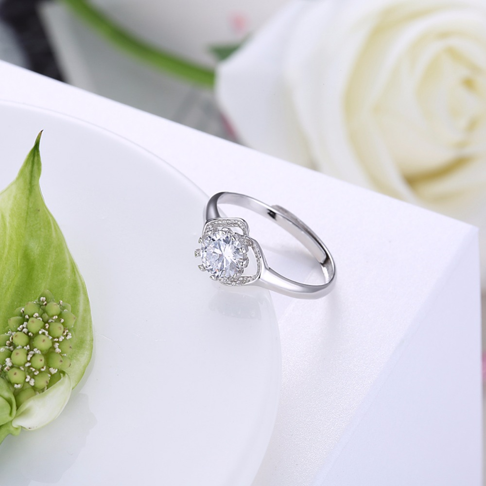 The new hot standard 925 sterling silver jewelry sweet and lovely lady wearing zircon retro ring shopping with