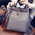 2016 Famosa Marca Nuevo de Las Mujeres de Mensajero Bolsas Cerrojo Bucket Bag pu bolso de cuero Negro de La Vendimia Crossbody Bolsos de Hombro con la borla
