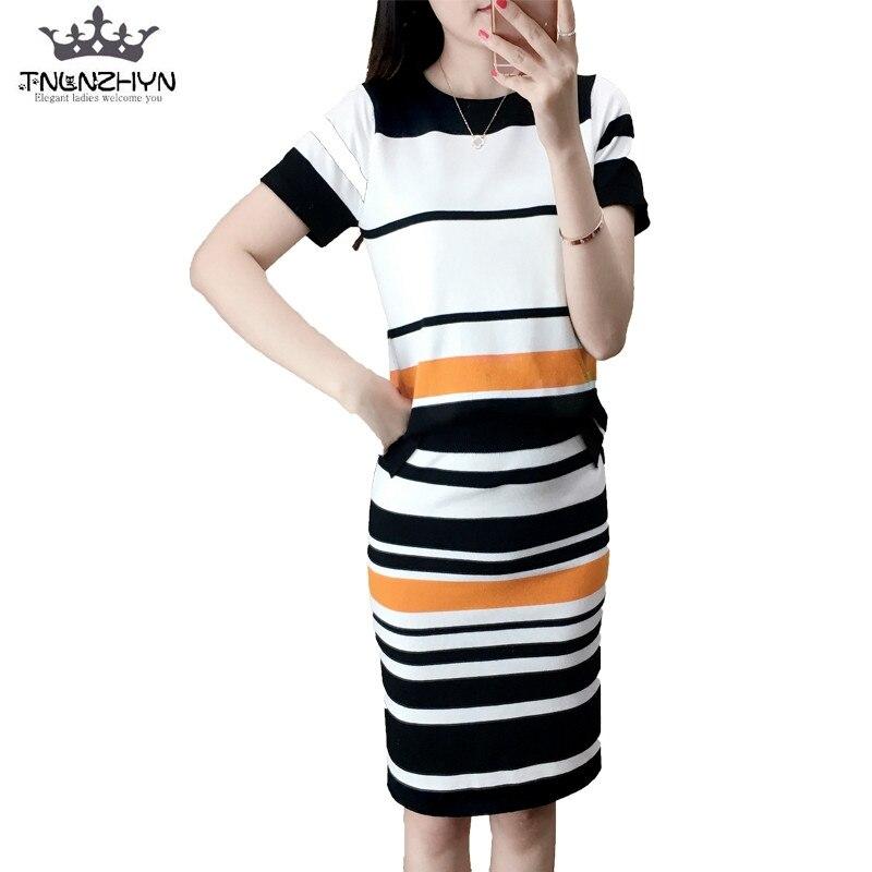 Tnlnzhyn 2017 2017 spring summer women knitting suit 2pcs short sleevs stripes knitting suit set ladies